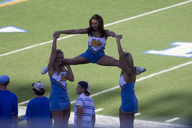 ucla-cheerleaders2